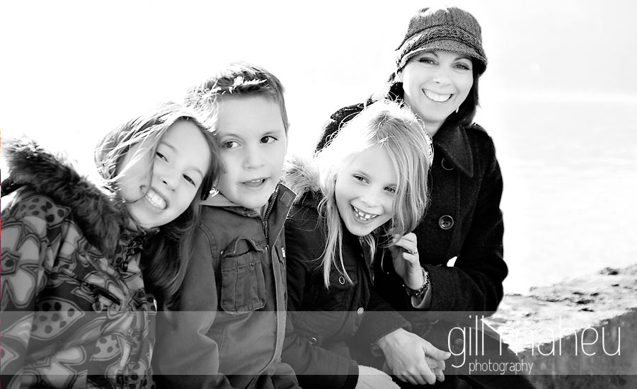 portrait de famille copyright 2010 gill maheu